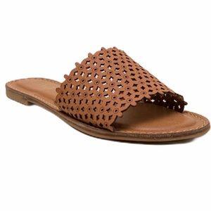XOXO Rachad open toe casual slide sandal beach 6.5